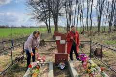 Чуровичский ДК.Памятник Воинам-односельчанам, погибшим в годы ВОВ 1941-1945 г.