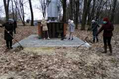 Гетманобудский ДК. Памятник Воину-Освободителю.