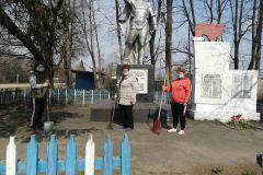 Чолховский ДК.  Памятник односельчанам, погибшим в годы Великой Отечественной войны с. Куршановичи.